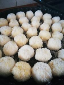 sfere di cocco con crema pasticcera