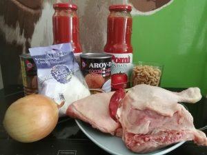 pollo con cocco, arachidi e salsa di pomodoro